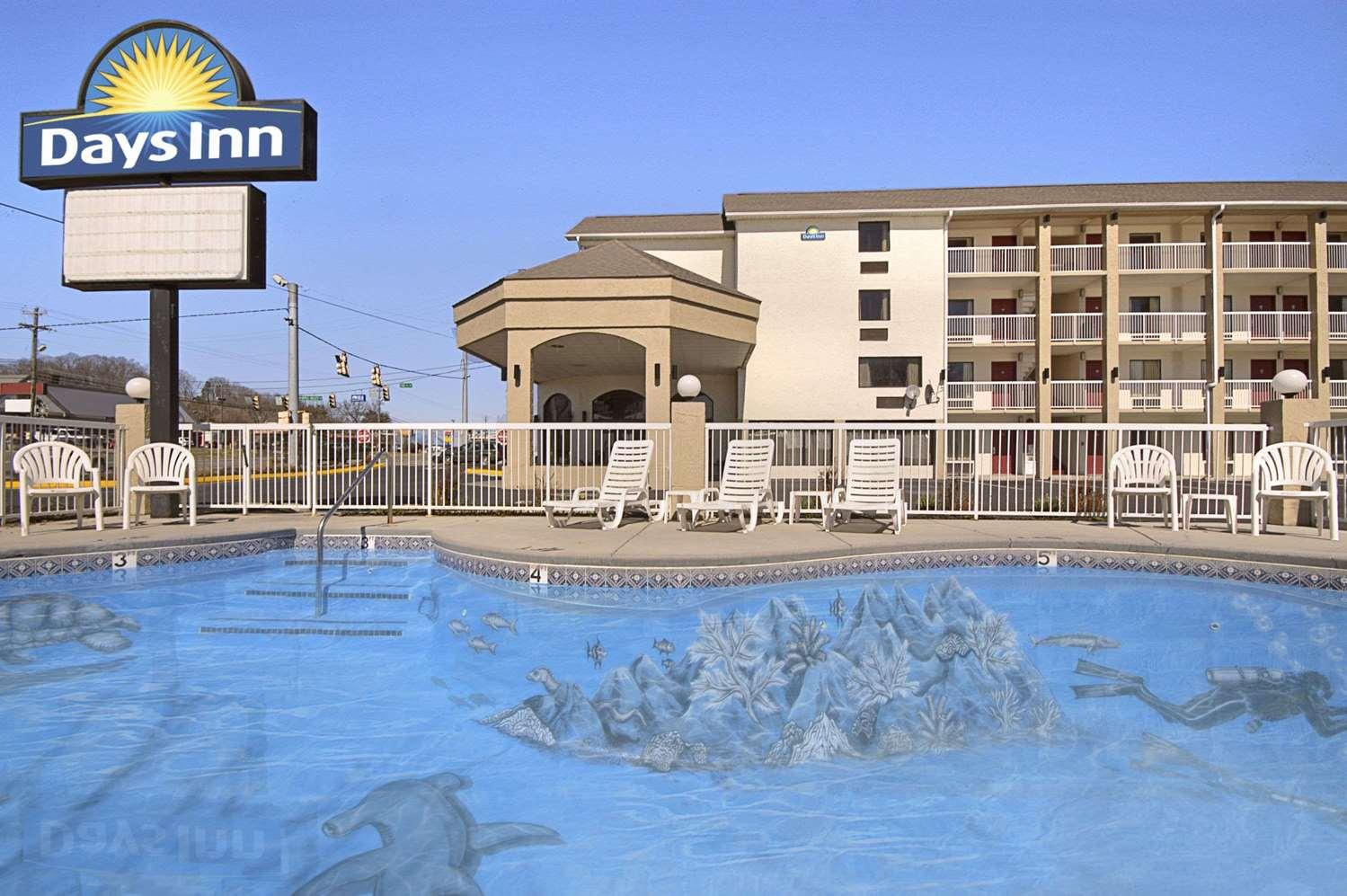 Pool - Days Inn Sevierville