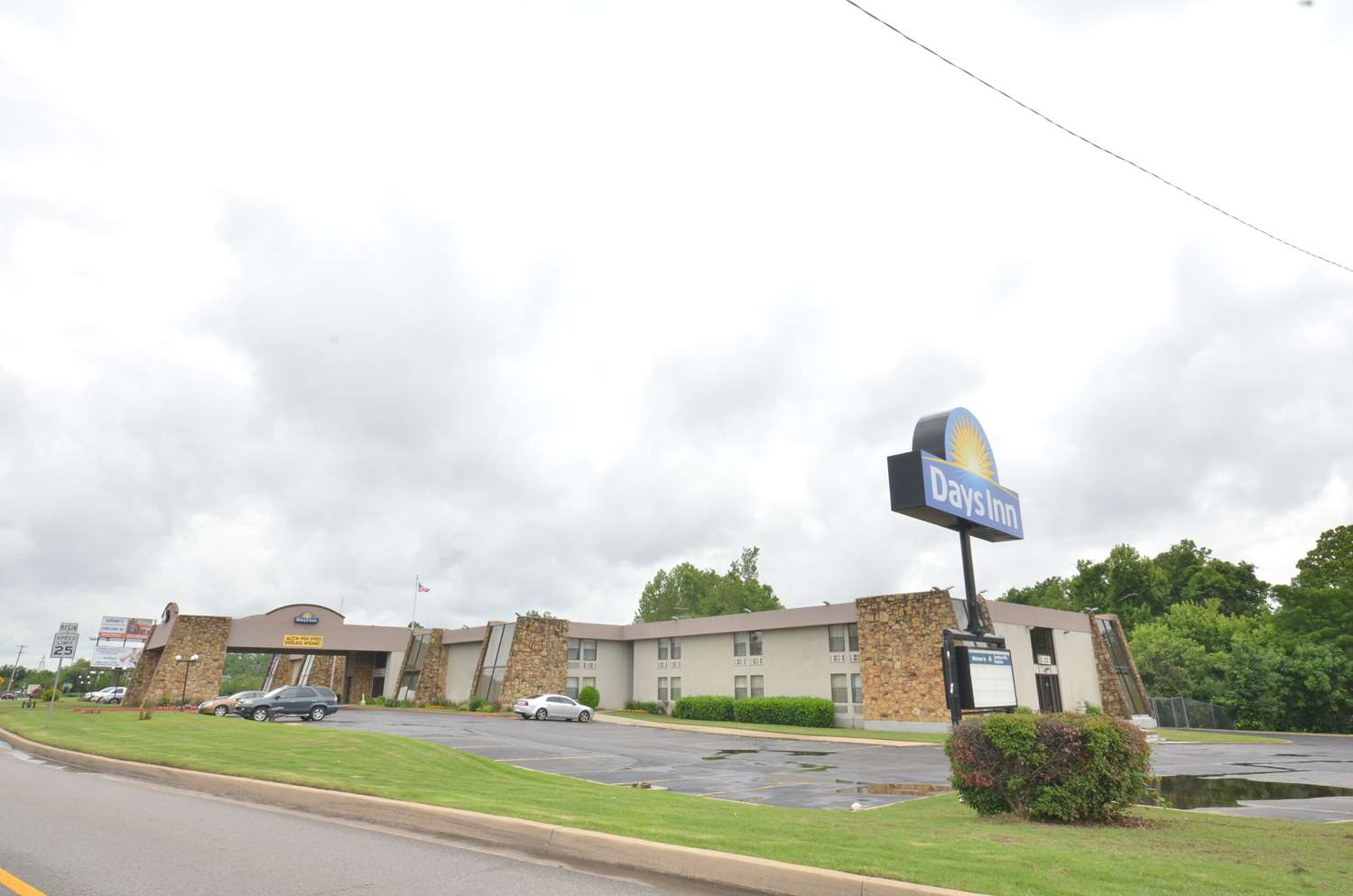 Exterior view - Days Inn South Tulsa