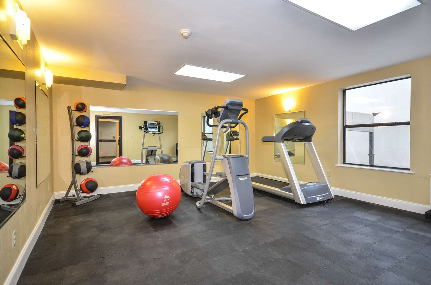 Fitness/ Exercise Room - Days Inn South Tulsa