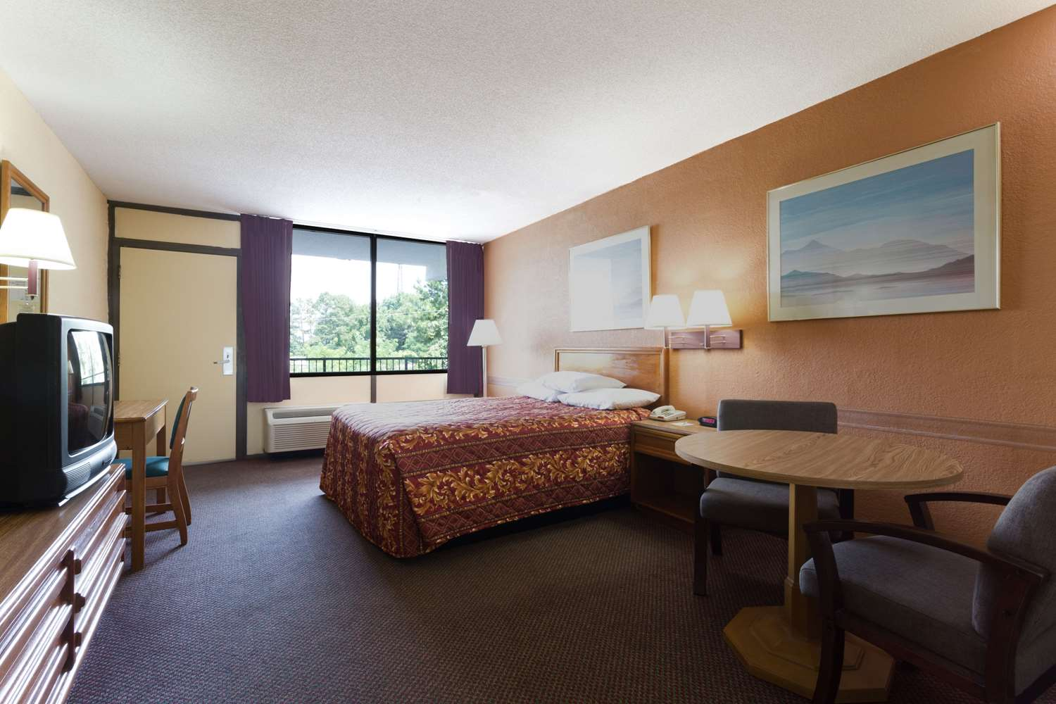 Suite - Days Inn South Raleigh