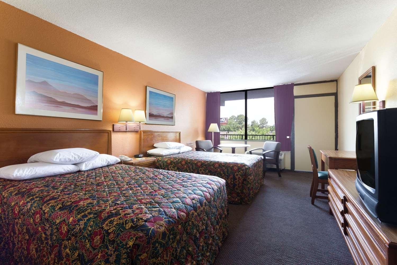 Room - Days Inn South Raleigh