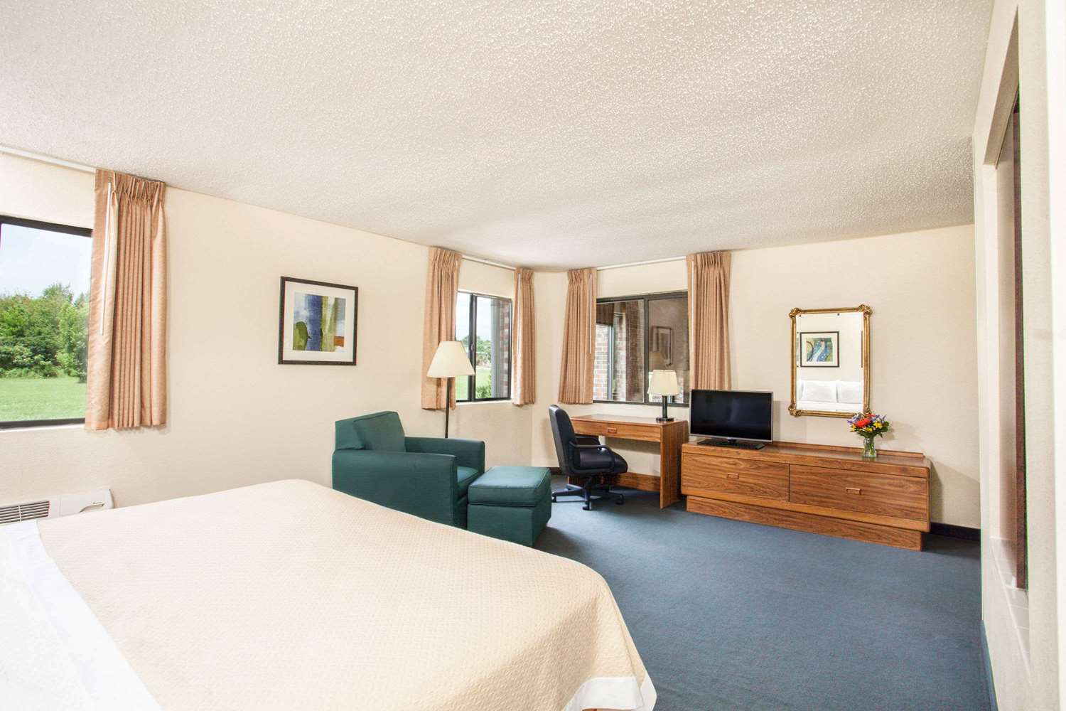 Suite - Days Inn Glasgow