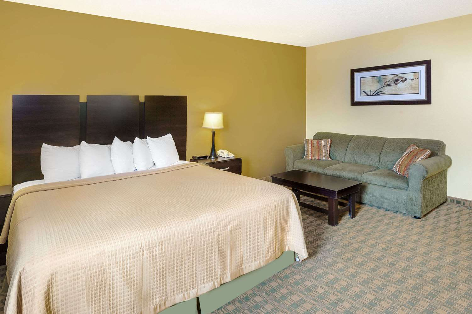 Room - Days Inn Yankton