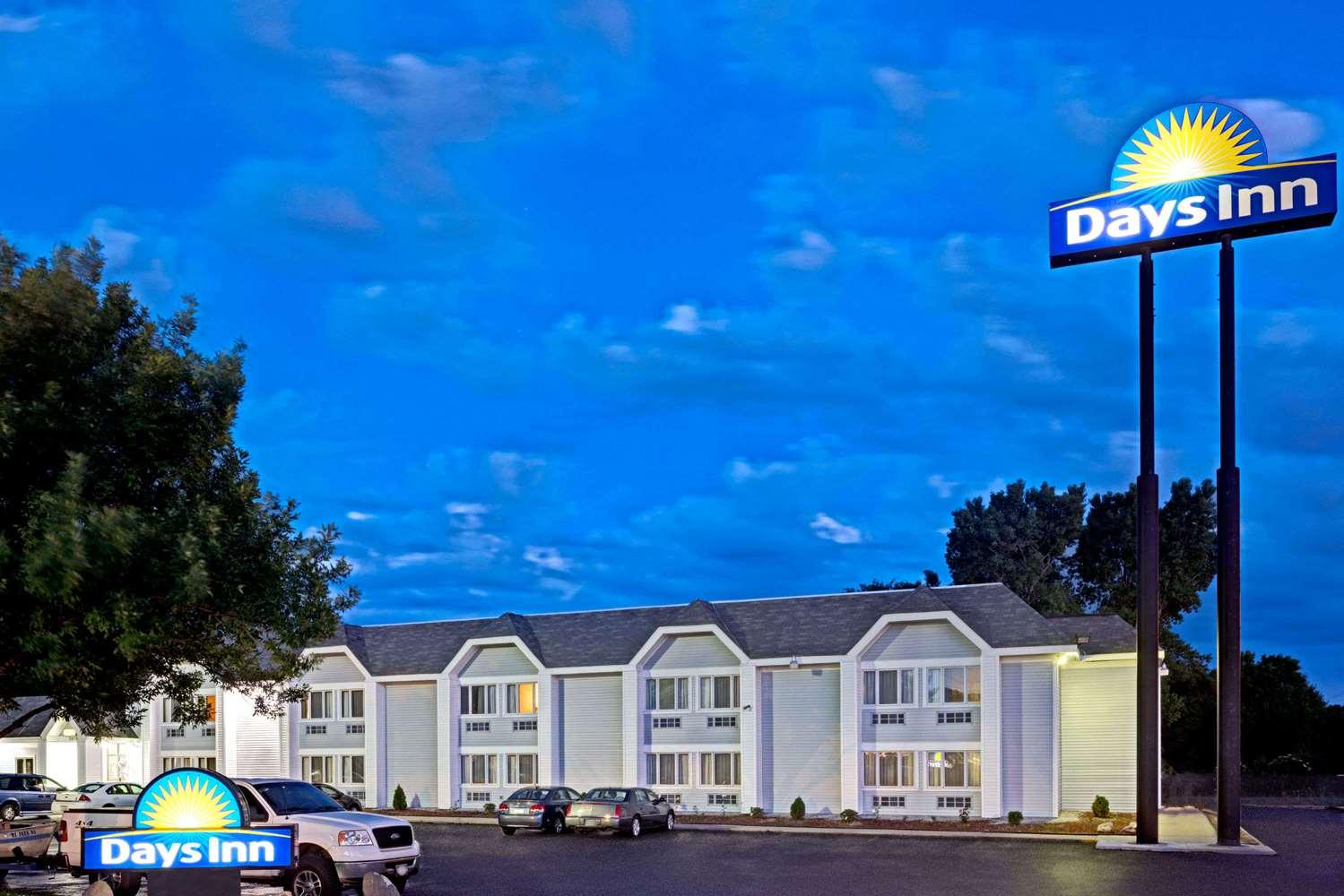 Exterior view - Days Inn Council Bluffs