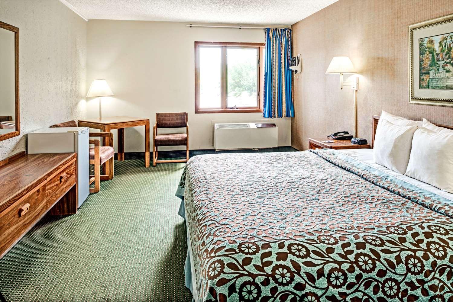 Room - Days Inn Council Bluffs