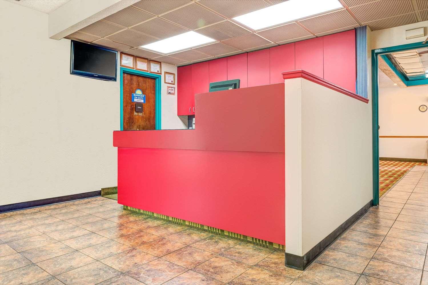 Lobby - Days Inn Council Bluffs