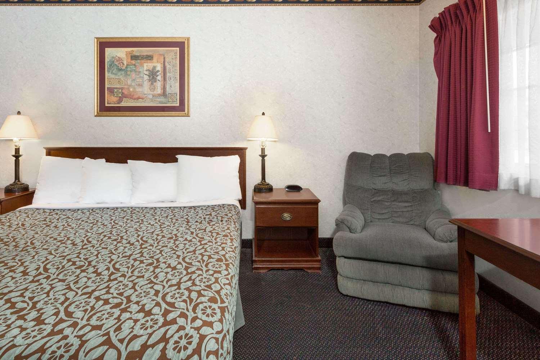 Room - Days Inn Newport Beach Costa Mesa