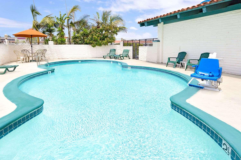 Pool - Days Inn Newport Beach Costa Mesa