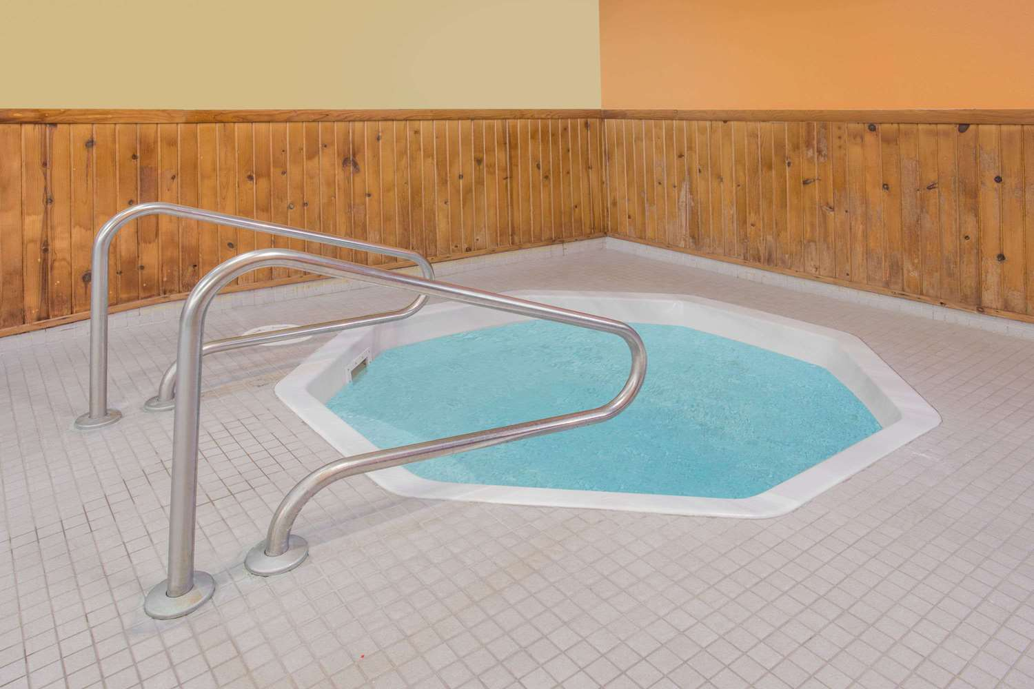Pool - Days Inn Portage