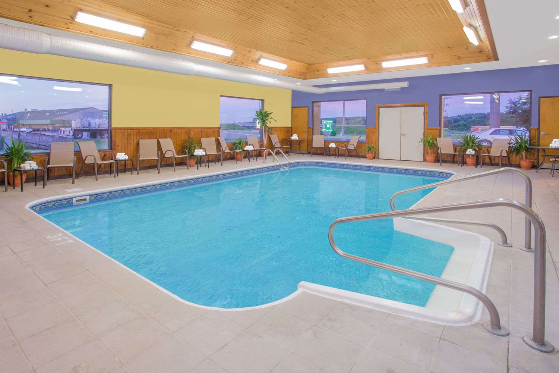 Pool - Days Inn Portage