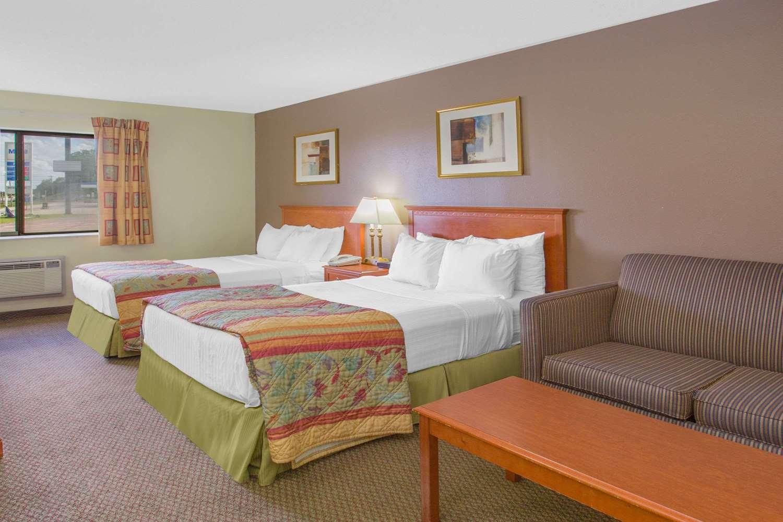 Room - Days Inn Portage