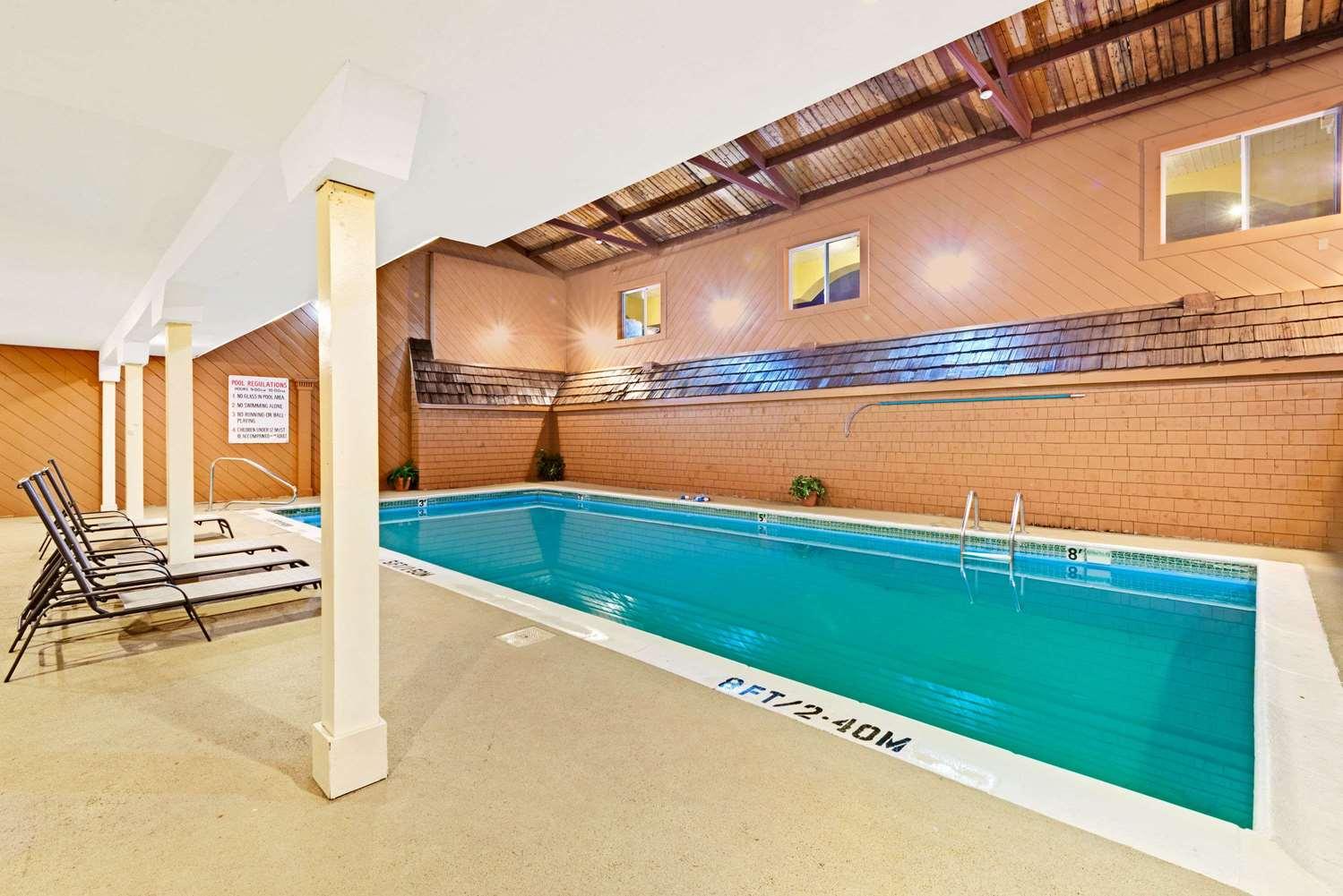 Pool - Ramada Inn Kittery