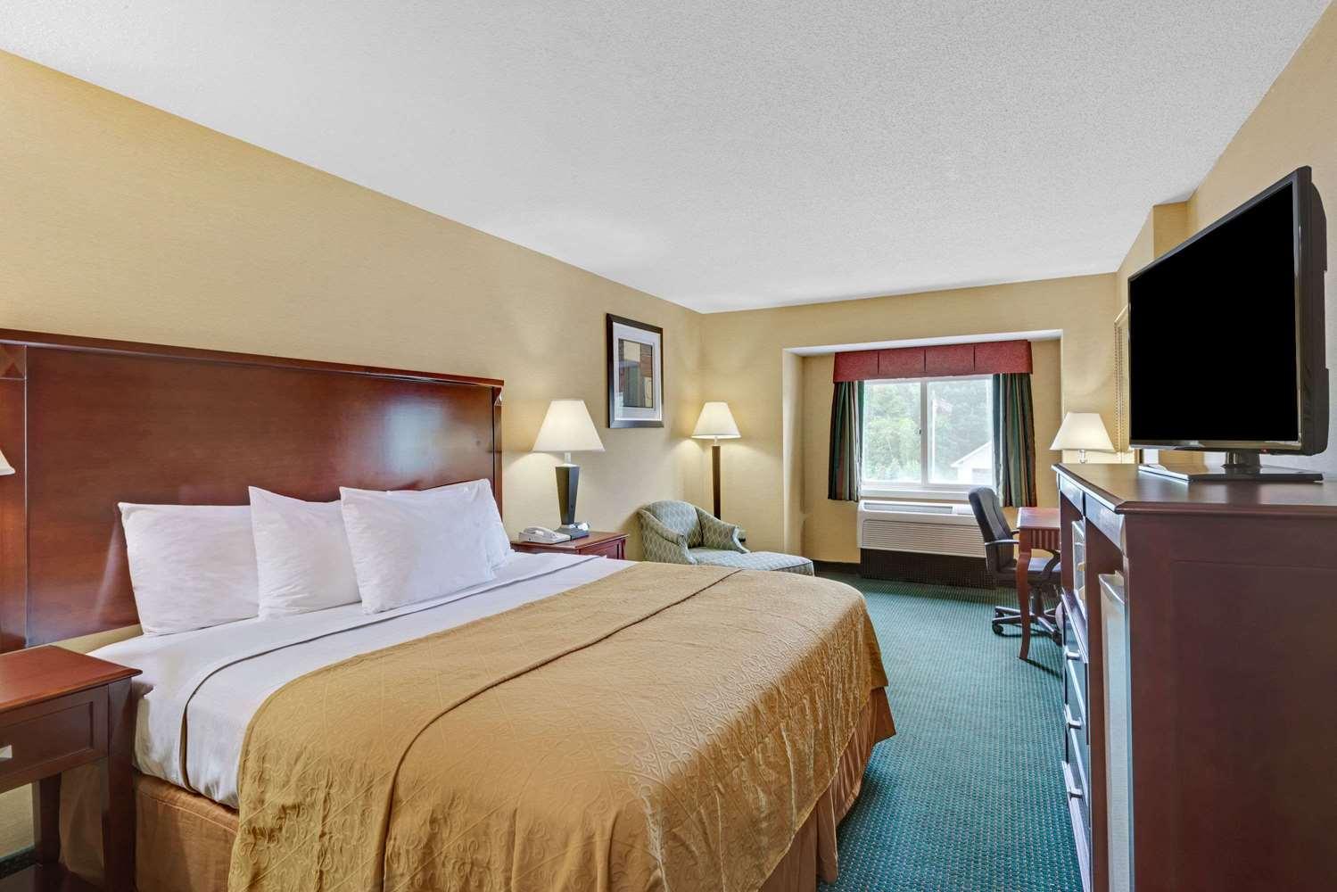 Room - Ramada Inn Kittery