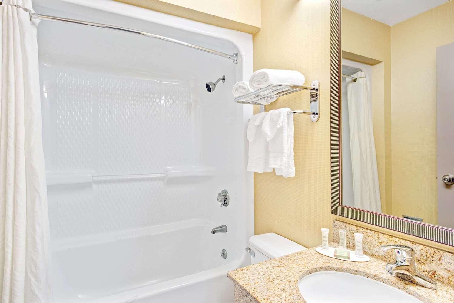 Room - Super 8 Hotel Brockton