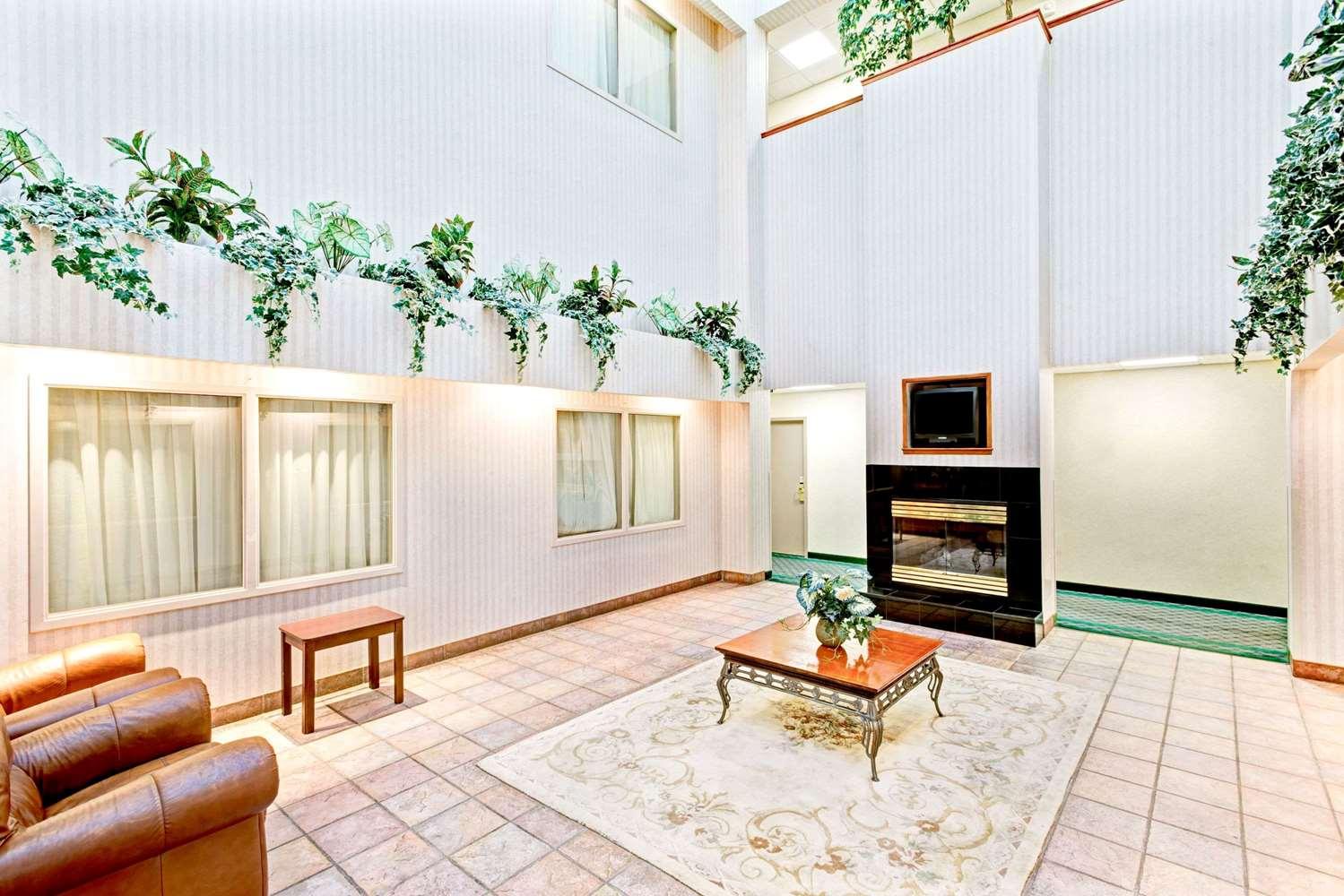 Lobby - Super 8 Hotel Brockton
