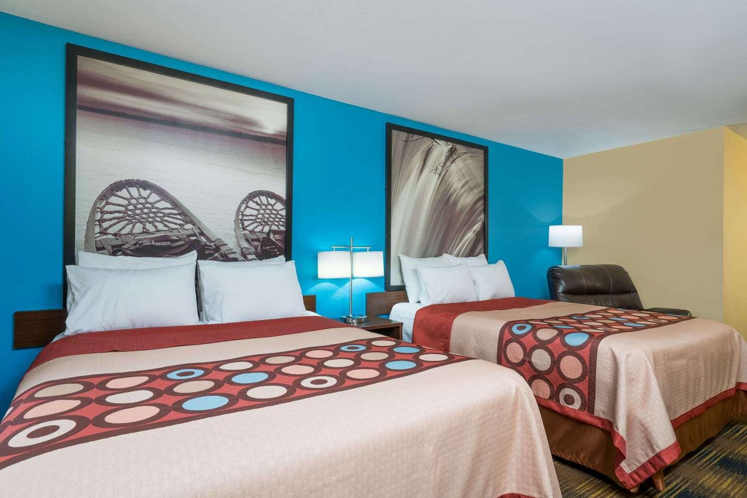 Room - Super 8 Hotel Rochester