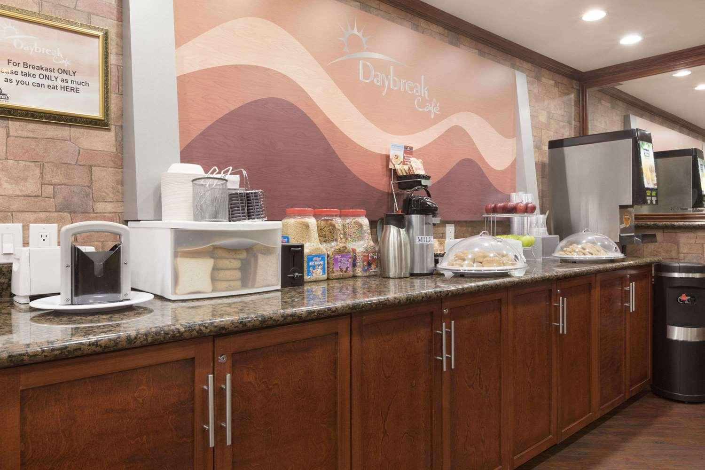 Restaurant - Days Inn Vancouver Metro Hotel