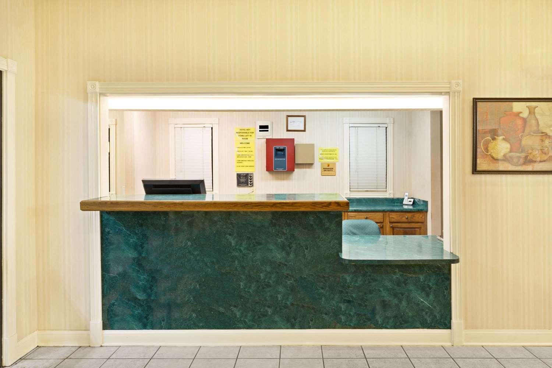 Lobby - Super 8 Hotel Covington