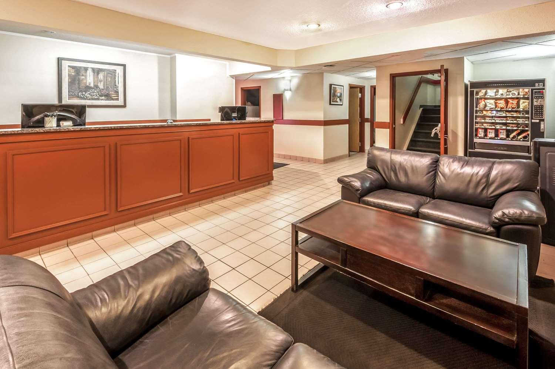 Lobby - Super 8 Hotel Strathmore