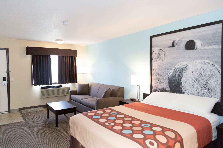 Room - Super 8 Hotel Strathmore