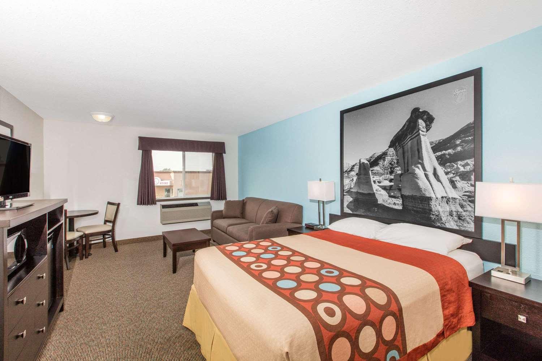 Suite - Super 8 Hotel Strathmore