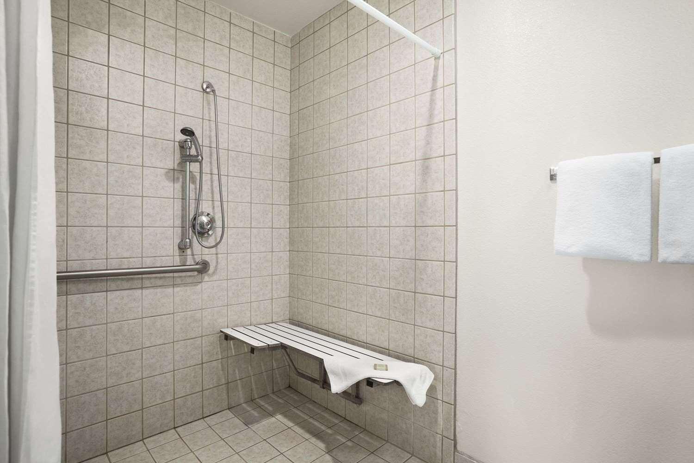 Room - Super 8 Hotel Susanville