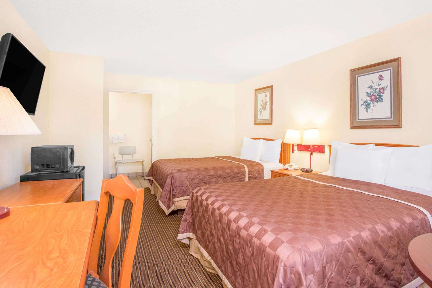 Room - Days Inn Waccamaw Spartanburg