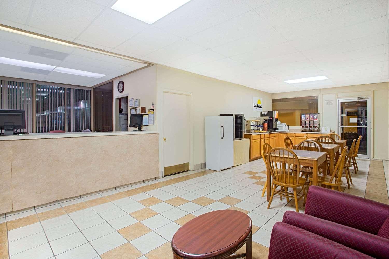 Lobby - Days Inn Parkway Bristol