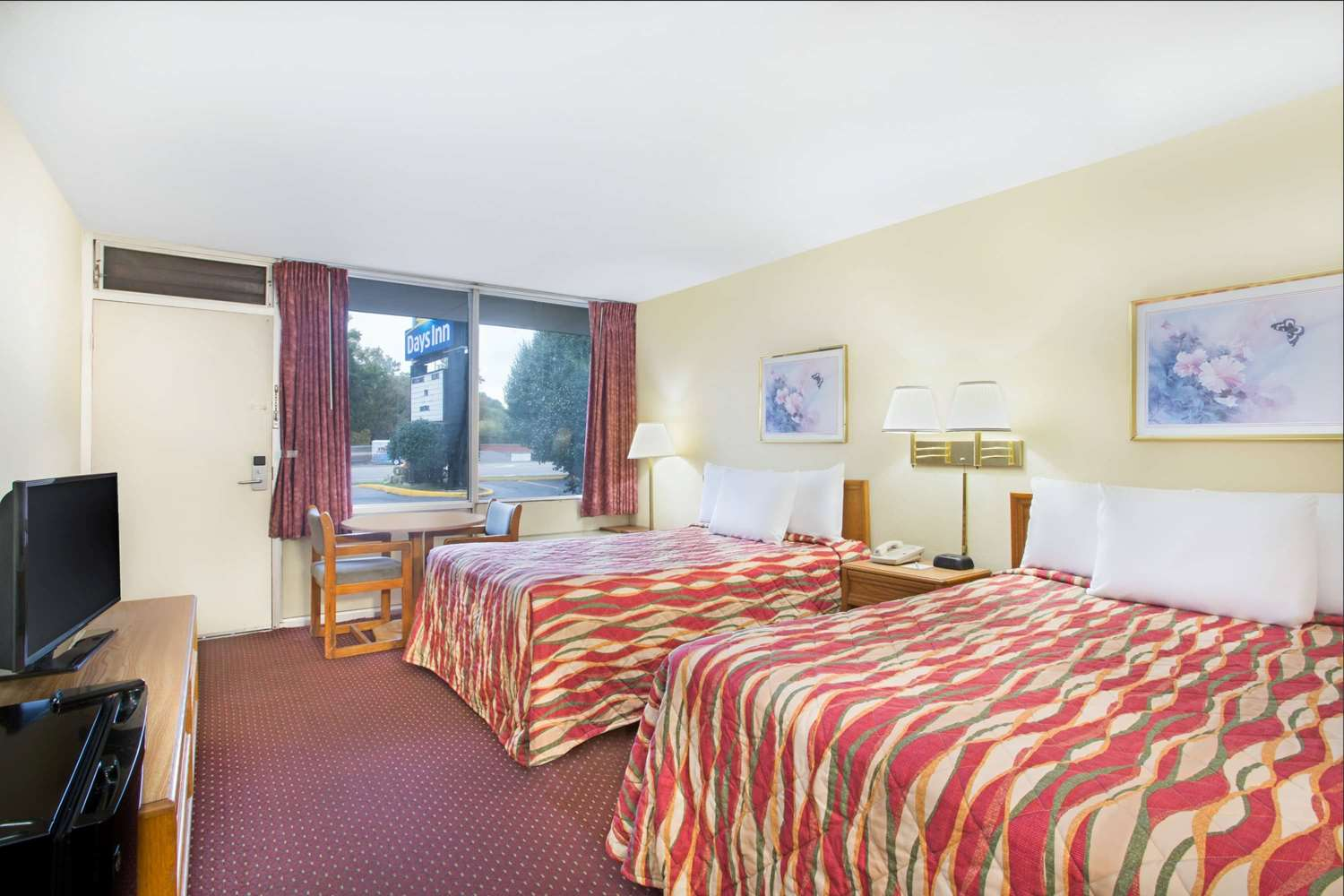 Room - Days Inn Parkway Bristol