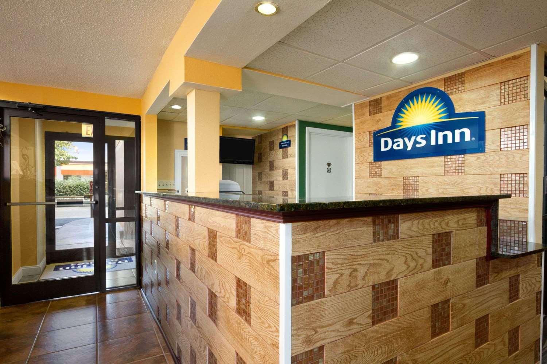 Lobby - Days Inn & Suites Duncan