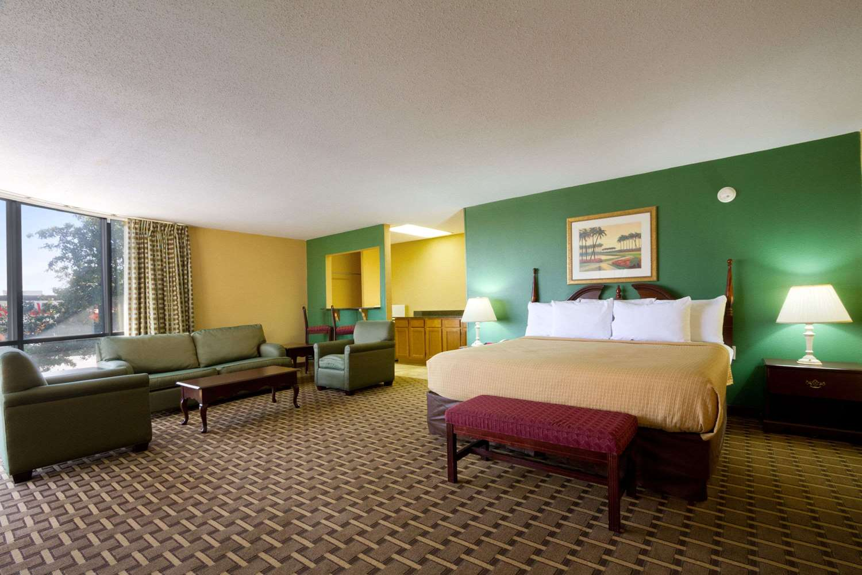 Suite - Days Inn & Suites Duncan
