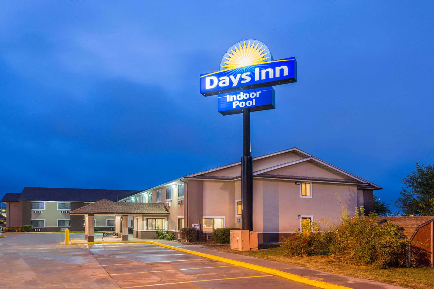 Exterior view - Days Inn Topeka