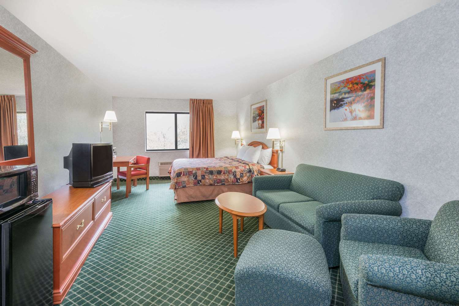 Suite - Days Inn Topeka