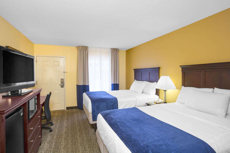 Room - Days Inn Historic District Charleston