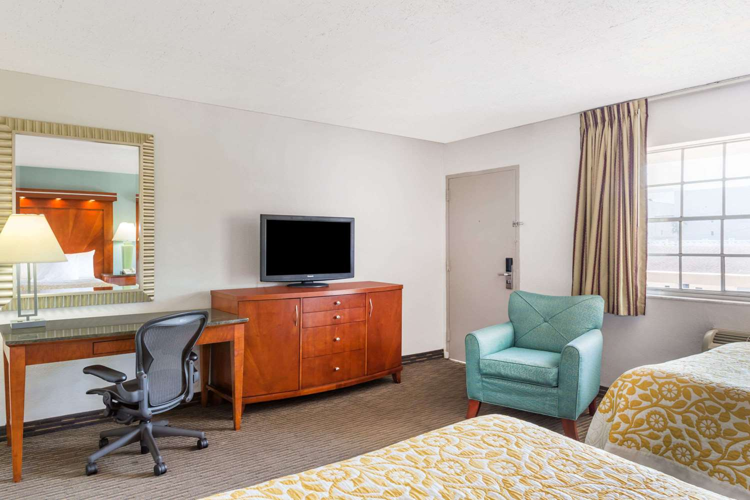 Room - Days Inn Miami Airport North Miami Springs