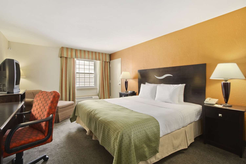 Room - Days Inn Shelburne