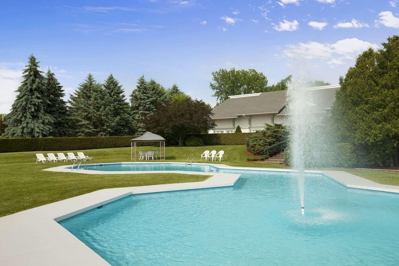 Pool - Days Inn Shelburne