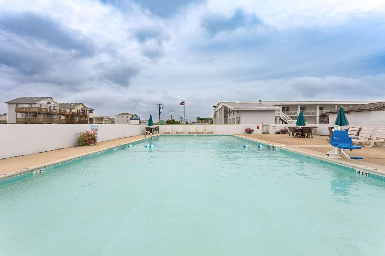 Pool - Days Inn Oceanfront Wright Brothers Kill Devil Hills