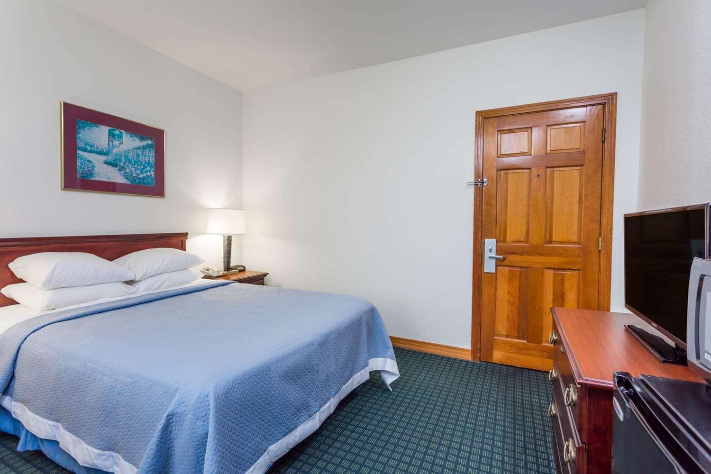 Room - Days Inn Oceanfront Wright Brothers Kill Devil Hills