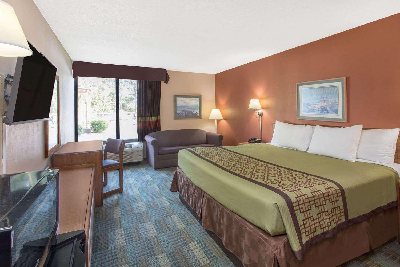 Room - Days Inn Myrtle Beach