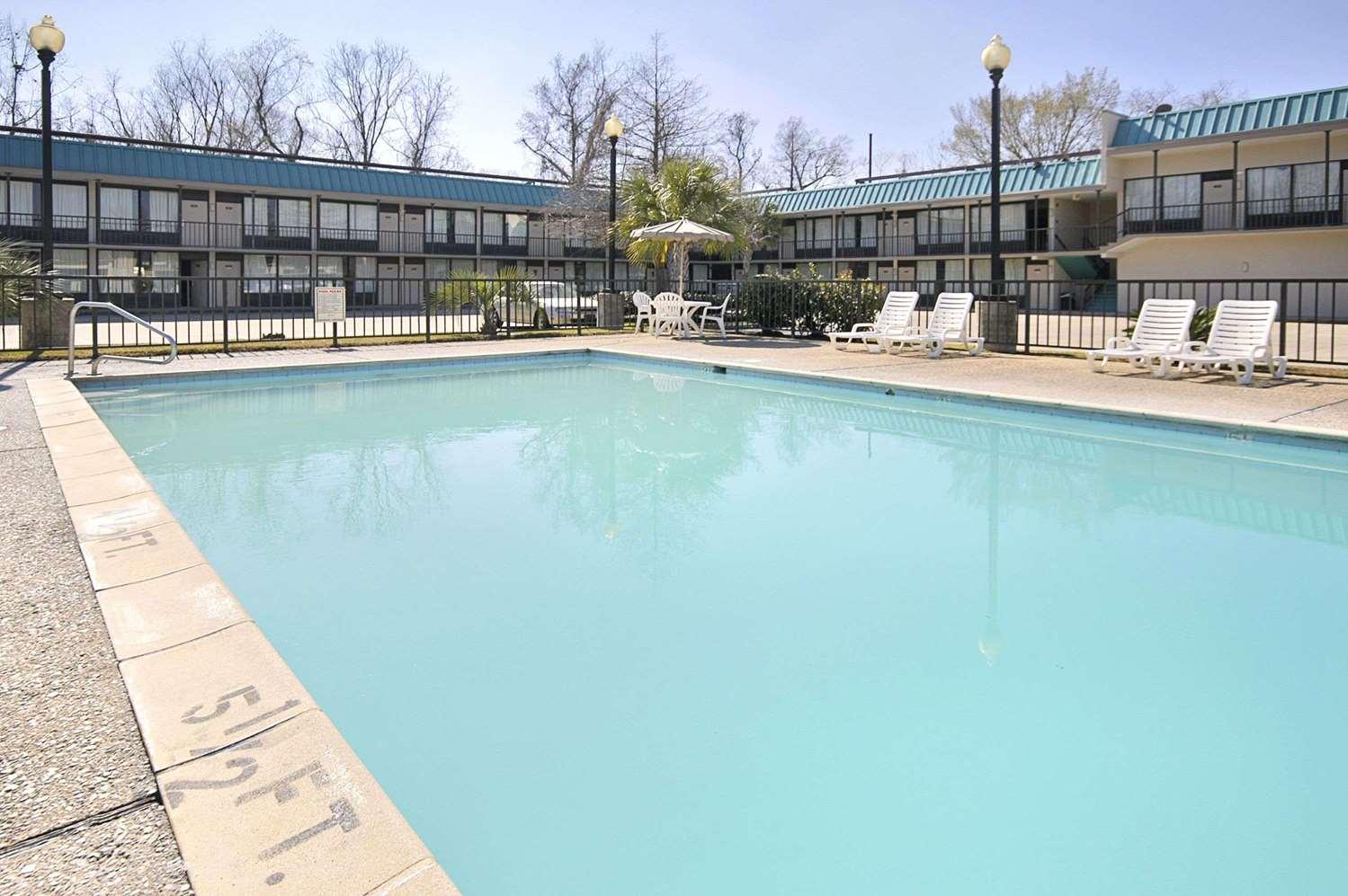 Pool - Super 8 Hotel Port Allen