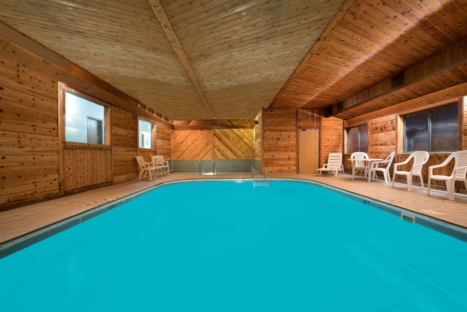 Pool - Days Inn Mankato