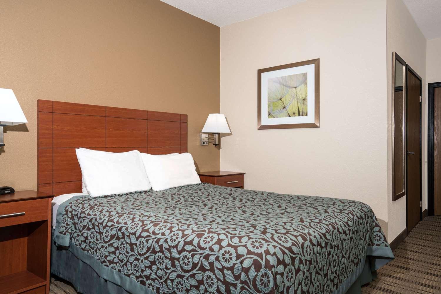 Room - Days Inn Mankato