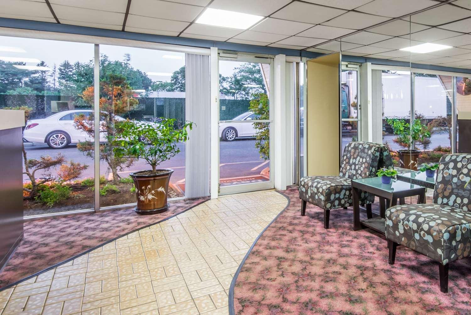 Lobby - Days Inn Hicksville