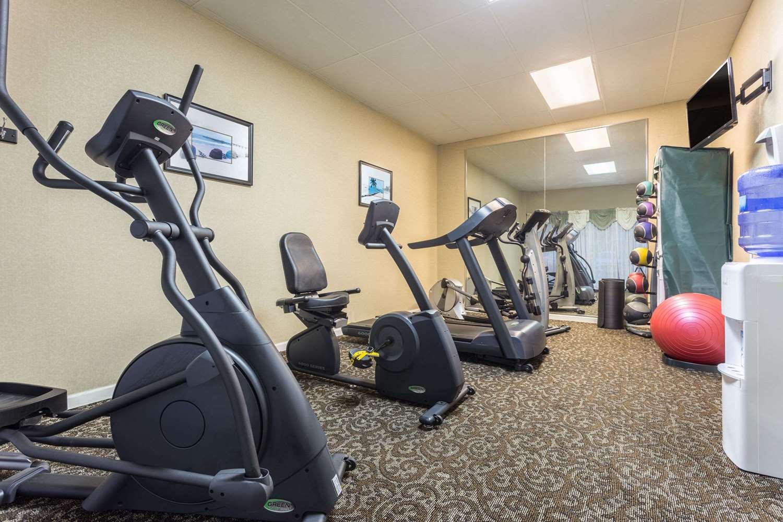 Fitness/ Exercise Room - Days Inn Leesville