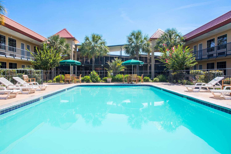 Pool - Days Inn Leesville