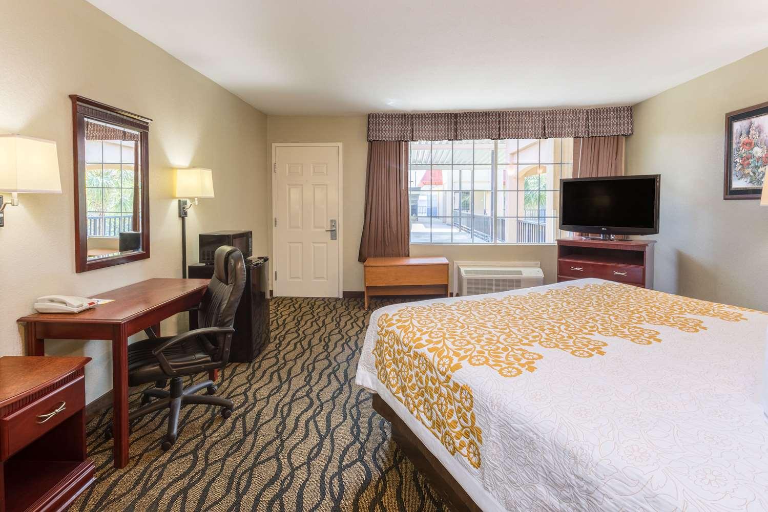 Room - Days Inn Leesville