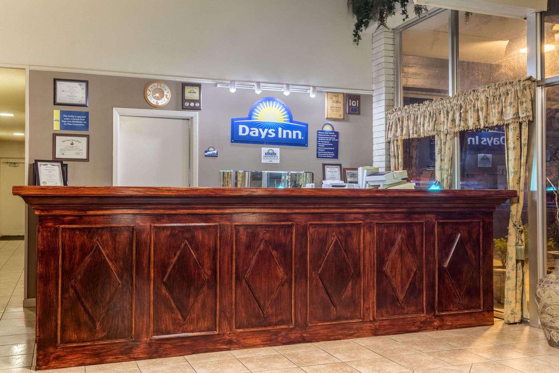 Lobby - Days Inn Leesville