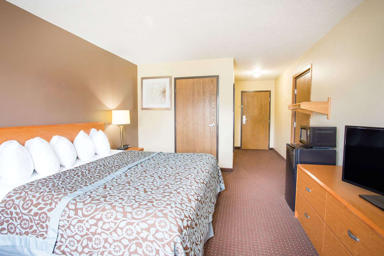 Room - Days Inn Evansdale