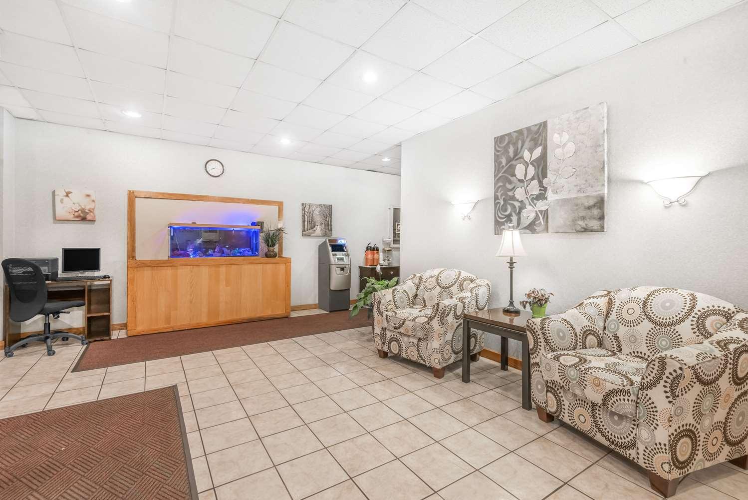 Lobby - Days Inn St Clairsville